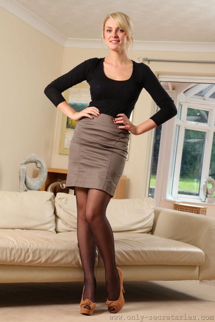 Cute makeout secretary blonde