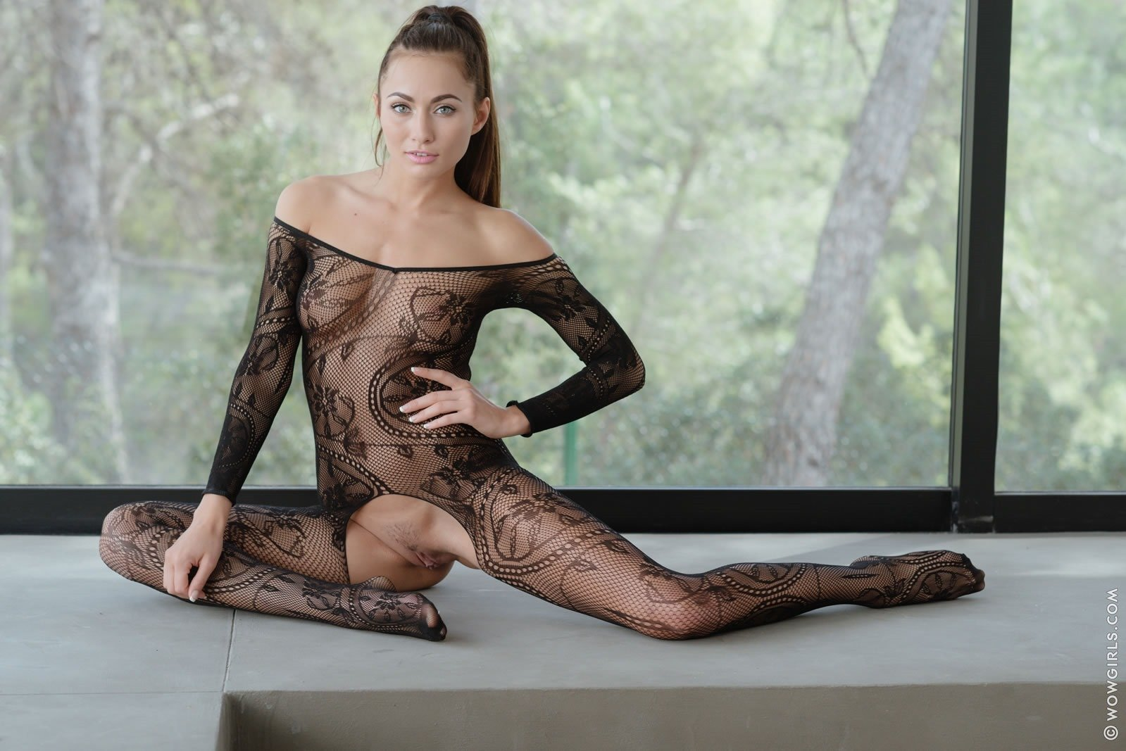 flexible nude in stockings