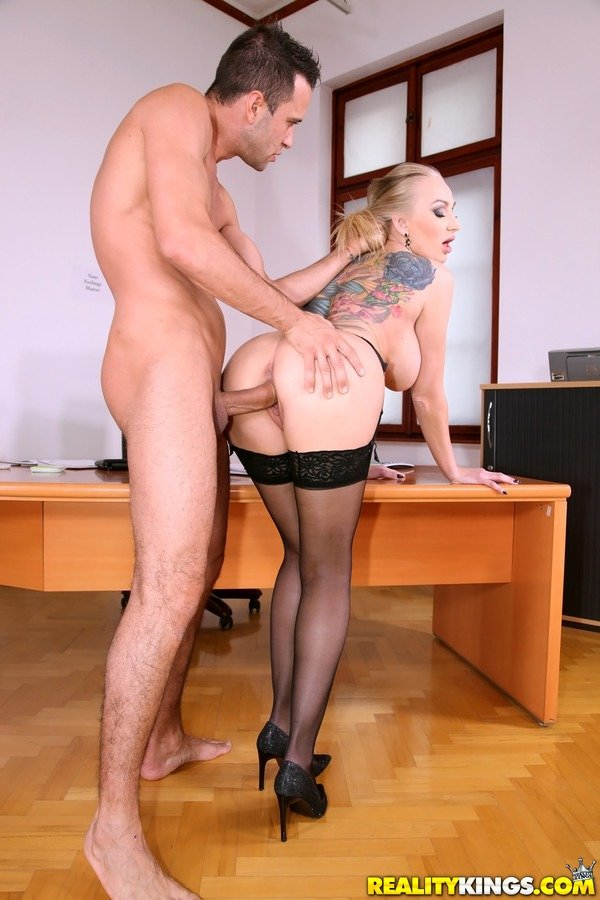 Incredible Babe In Stockings Gets  Fucked